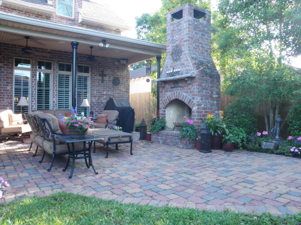 New Orleans style landscape with black wrought iron porch columns